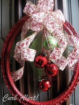 wow--what a great idea! Oval picture frame for a wreath! by catrulz