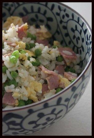 Le riz cantonais, plus célèbre préparation à base de riz asiatique. Parfait en accompagnement ou même seul, et facile à préparer. #asian #food
