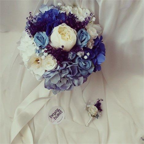 Mavi Maria Gelin Çiçeği (Buketi)    Gelin çiçeği (buketi) 'nin yeni nefesi mavi moda. Vazgeçilmez ortanca ve güllerle tasarlanmış gelin çiçeğini en özel günlerinizde zevkle taşıyabilirsiniz