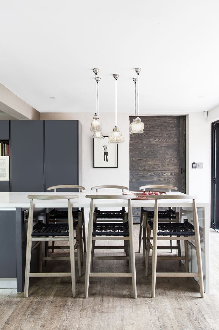 Modern kitchen. Contemporary kitchen. White kitchen. Designer kitchen.