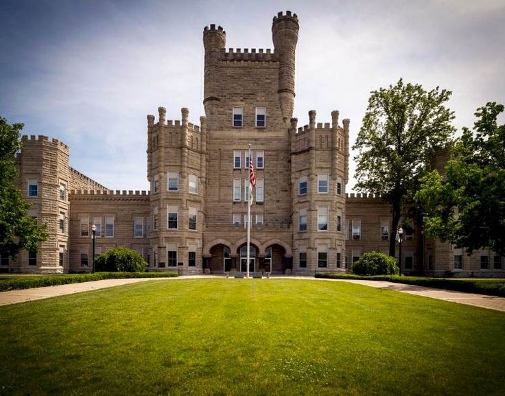 52 Reasons Students Love Eastern Illinois University