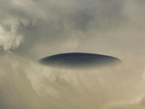 Disso Voce Sabia?: UFOS - NUVENS LENTICULARES, OU GIGANTESCA NAVE MÃE? PORTO ALEGRE, R.S BRASIL!!!