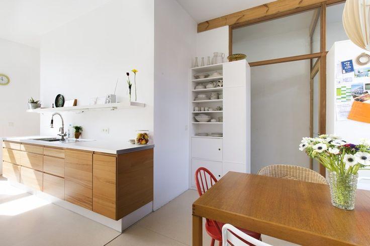 BINNENKIJKEN. Twee huizen, één thuis in Mortsel - De Standaard: http://www.standaard.be/cnt/dmf20150430_01657674