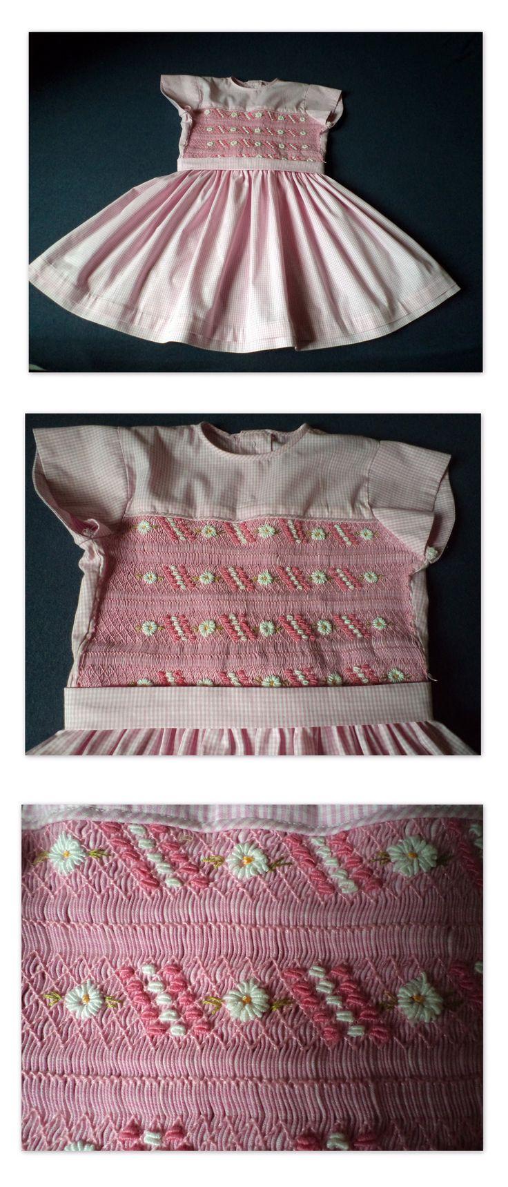Vestido infantil bordado com ponto smock