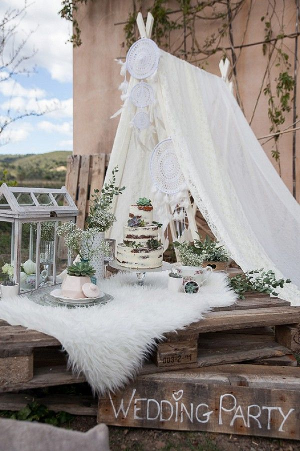 Dream catcher wedding reception | Image by Rock'n Brides