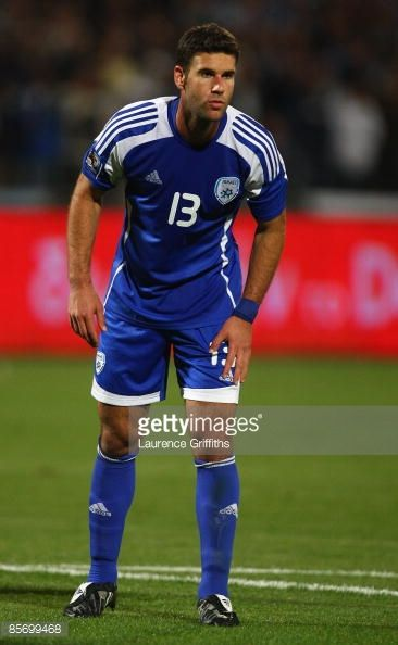dekel-keinan-of-israel-in-action-duing-the-fifa-2010-world-cup-and-picture-id85699468 (366×594)