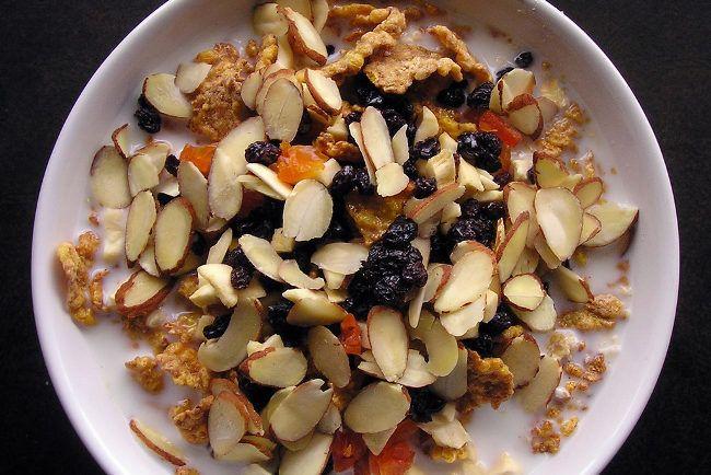 Se requiere agregar calorías con alimentos hipercalóricos: frutos secos y aceites. Las salsa también ayudan.