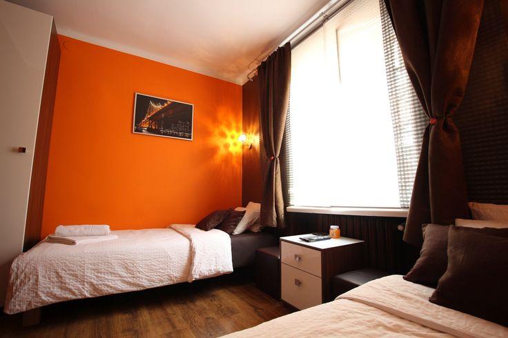 Sypialnia Apartament pomarańczowy  http://www.rainbowapartments.pl/apartament-pomaranczowy/