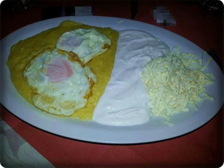 Mamaliga cu ouă