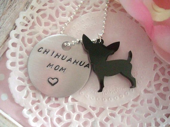 Chihuahua Mom Hand Stamped Keychain Black Or White Chihuahua Charm Made To Order op Etsy, 6,30 €