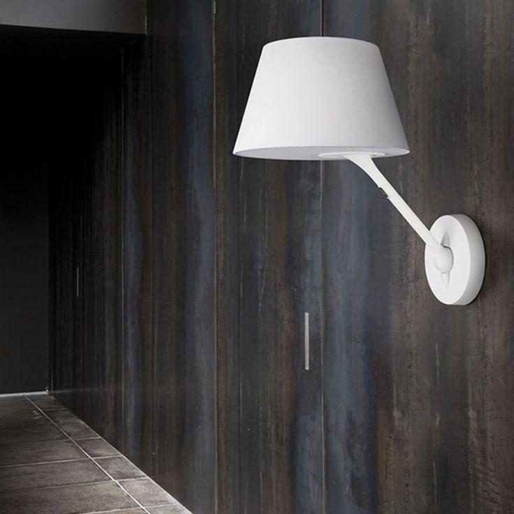 La lampada Posada da parete Lirio by Philips è l'applique perfetta per il salotto e la camera da letto. La luce di colore bianco caldo sprigionata dal...