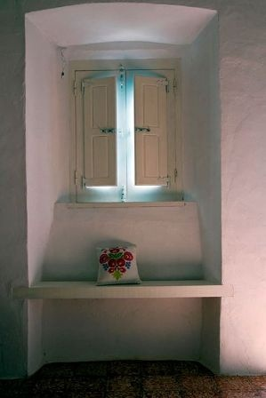 Sala típica de casinha de taipa alentejana. Albernôa, Beja - Alentejo.