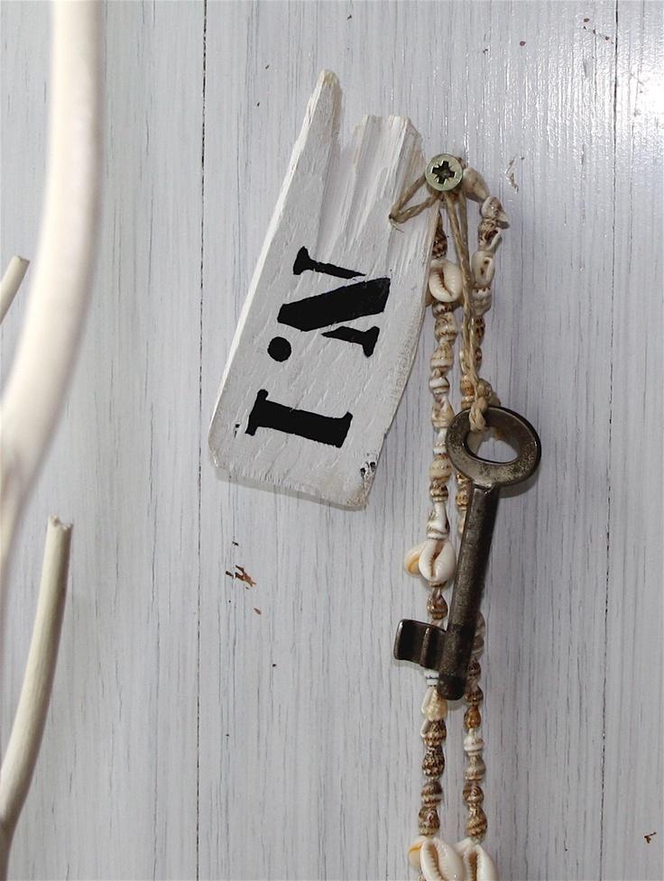 DIY driftwood key chain