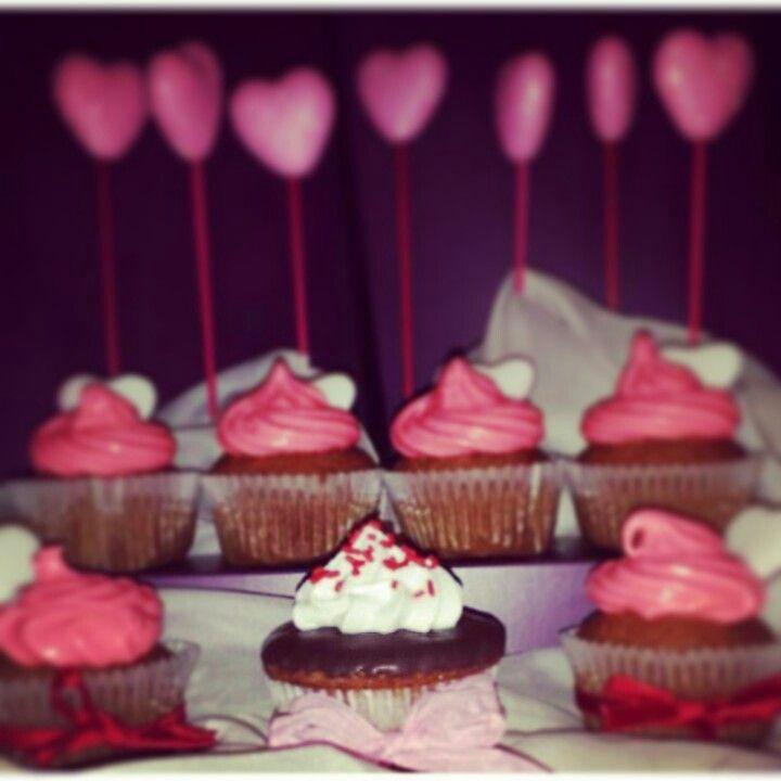 Sfizio: Baked goods   Para el día de San Valentín consiente tu antojo.  Combina tus cupcakes favoritos con el frosting que más te guste.. Cupcakes: -banana bread -red velvet -choco muffin -lemon delight -tasty orange -choco-chip  Frosting: -cookies & cream -chocolate -cream cheese -suspiro **  ** este frosting puede ir con tus colores favoritos  Contact Info: whatsapp: +34 661 95 77 91 email: sfizio.madrid@gmail.com  #cupcakes #Madrid #pasteleria #sanvalentin