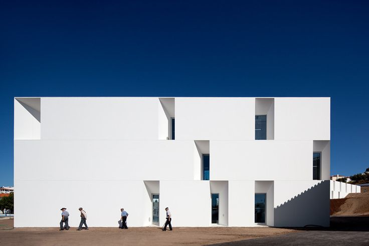 Image 3 of 31 from gallery of Alcácer do Sal Residences / Aires Mateus. Photograph by FG+SG   Fernando Guerra
