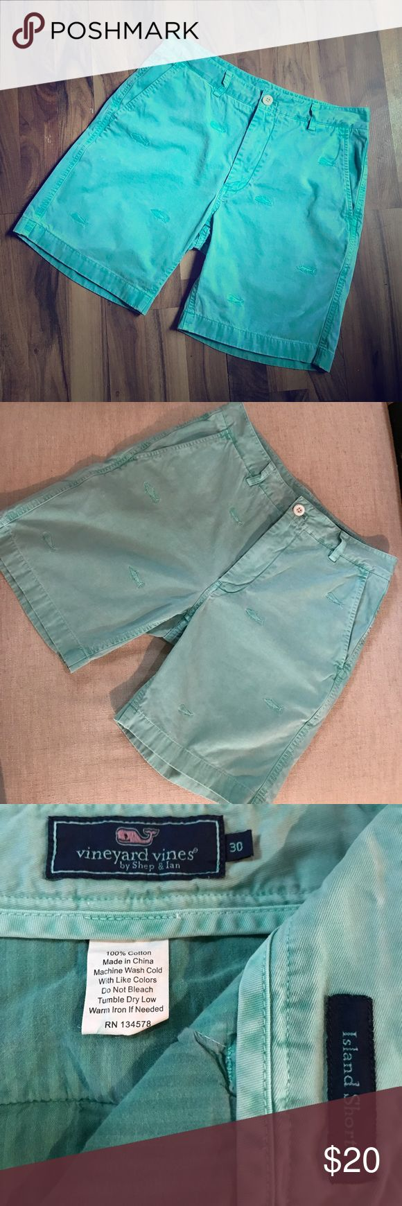 Men's Vineyard vines embroidered shorts. These Vineyard vines island shorts are perfect for vacation or a day out! . They are in good worn condition. (Price reflects use). The color is a light green. And the color is slightly faded. Vineyard Vines Shorts Flat Front