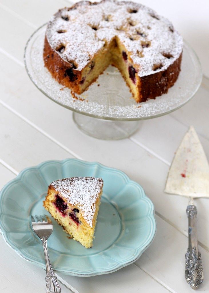 Blackberry Cornmeal Cake | Bakerita.com | Recipes to try | Pinterest