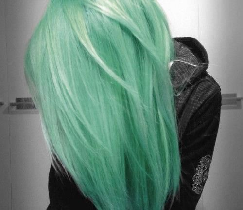 i actually really like this light green hair. not that i would do it but it looks nice. maybe i could do some streaks of this color, with the rest of my hair a light light blonde :)