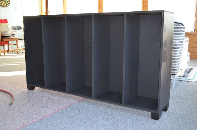 MacGIRLver: Cheap bookcase makeover; cheap because it was a cheap bookcase, and cheap because all it really cost was 2 cans of spray paint.
