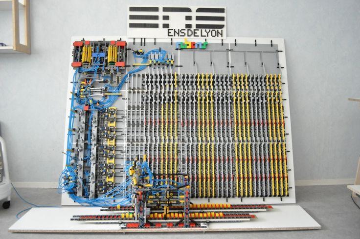 Illustration d'une réalisation de machine de Turing en Lego créée pour l'année Turing