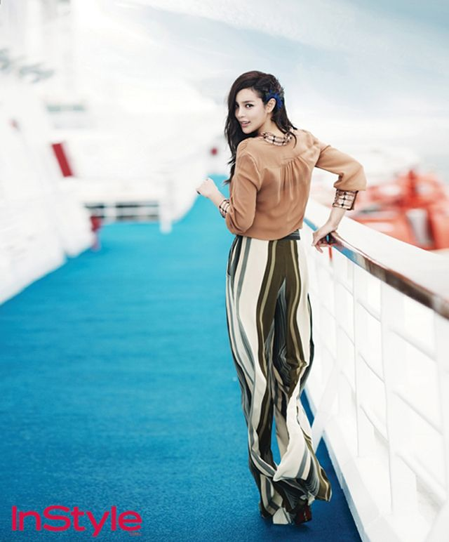 Park Si Yeon's InStyle photoshoot took her on a luxury cruise, her sophisticated spreads featured in the magazine's August edition :) The actress will next be seen in the drama Nice Guy…