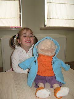 Sabines Meisjeskleertjes: 2de fluovest voor klaspop Jules en een lekker warme jas
