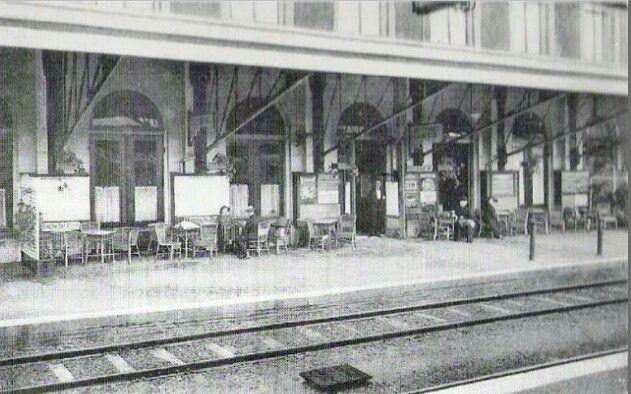 Hilversum Station. Terras eerste perron