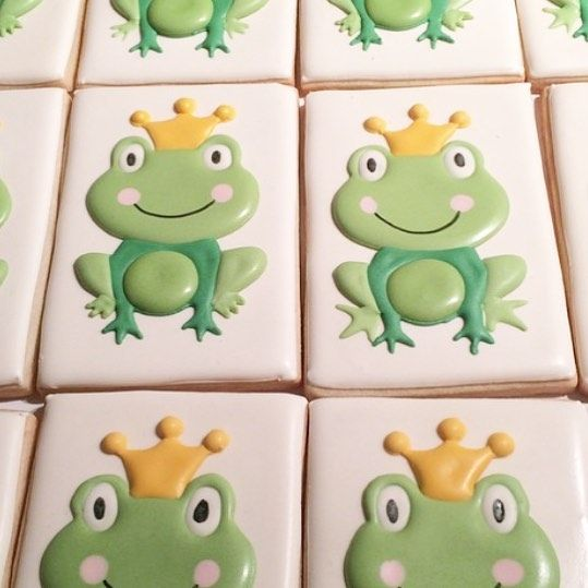 Happy Leap Day Birthday to my Dad! #thepaintedpastry #cookies #frogs #leapday #leapyear #leapdaybirthday #birthday #decoratedcookies #customcookies #cookies #frogprince #february29