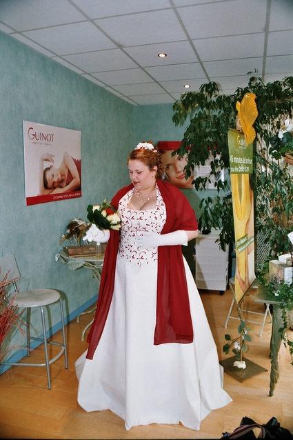 Robe de mariée grande taille bordeaux