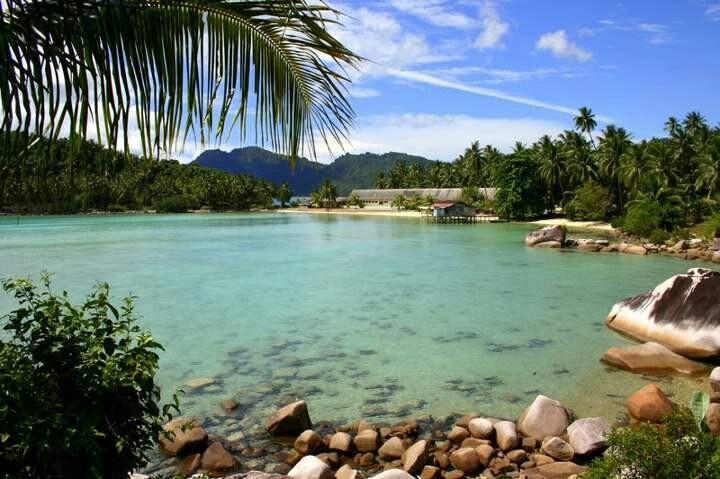 Pantai Tanjung Momong, Anambas, Kepulauan Riau, Indonesia