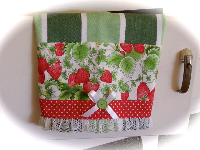 17 best images about strawberry cottage on pinterest - Strawberry kitchen decorations ...