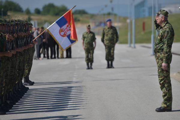 Serbian military greeted by president Nikolic ~~~Томислав Николић (@predsednikrs) | Twitter