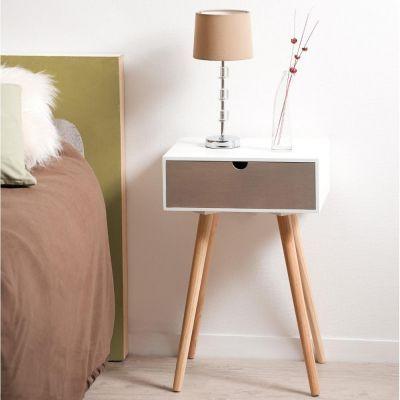 Table de chevet avec 1 tiroir en mdf blanc et pin 40x30x61cm ENZI De style très actuel et « scandinave », cette jolie table de chevet ajoutera coloris et apportera à la fois une touche vintage et naturel à votre chambre à coucher. Matériau : Pin et mdf Dimensions du meuble: 40x30x61cm Dimensions intérieures du tiroir : 31x25xH8.5cm Livrée avec les pieds à monter Garantie : 1 an www.maison-facile.com