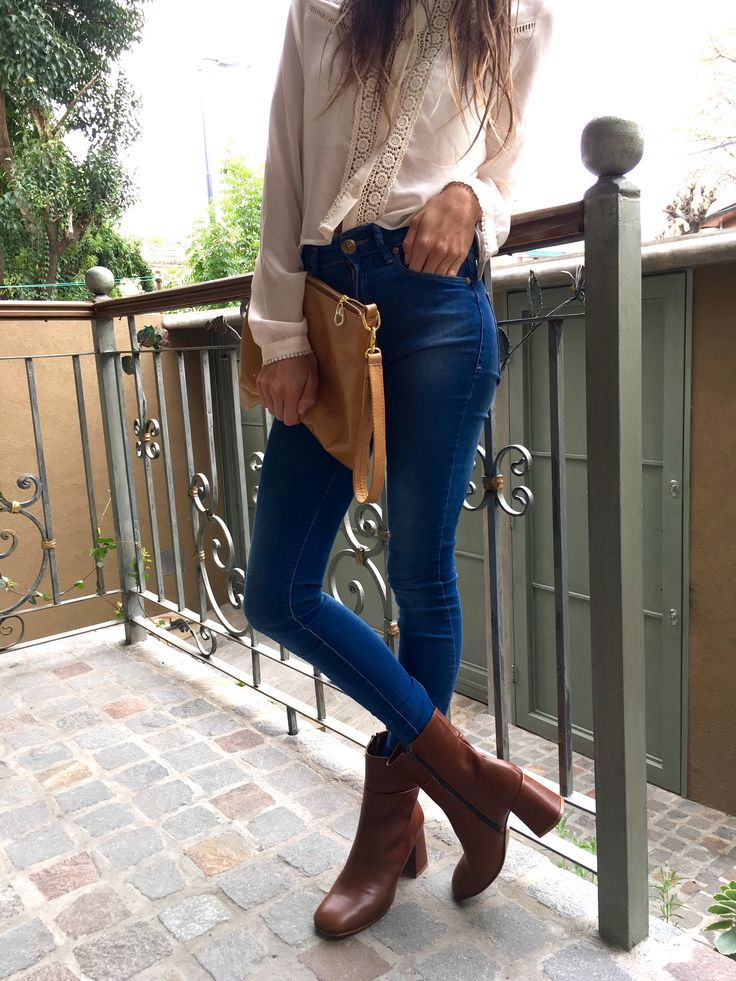 Moda y tendencias! Como hacer de algo elegante a algo para todos los dias! Carteras de cuero! Facebook: Regina.Corsaro.Zapatos.Y.Carteras https://www.facebook.com/Regina.Corsaro.Carteras.Y.Zapatos/