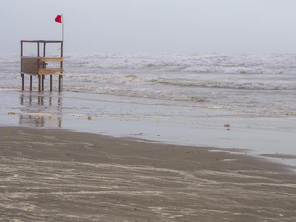 Mareggiata estiva - Storm Sweeps The Beach