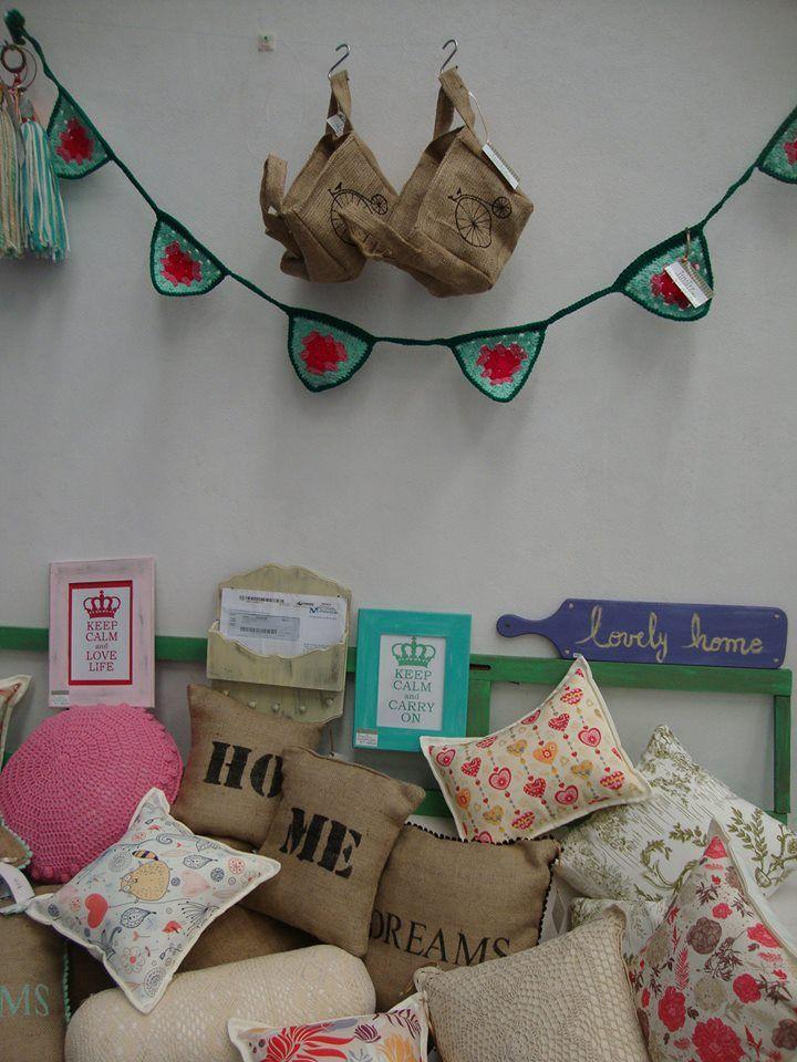 *Show de almohadones! tela, impresos, crochet, arpillera *Banderin de crochet…