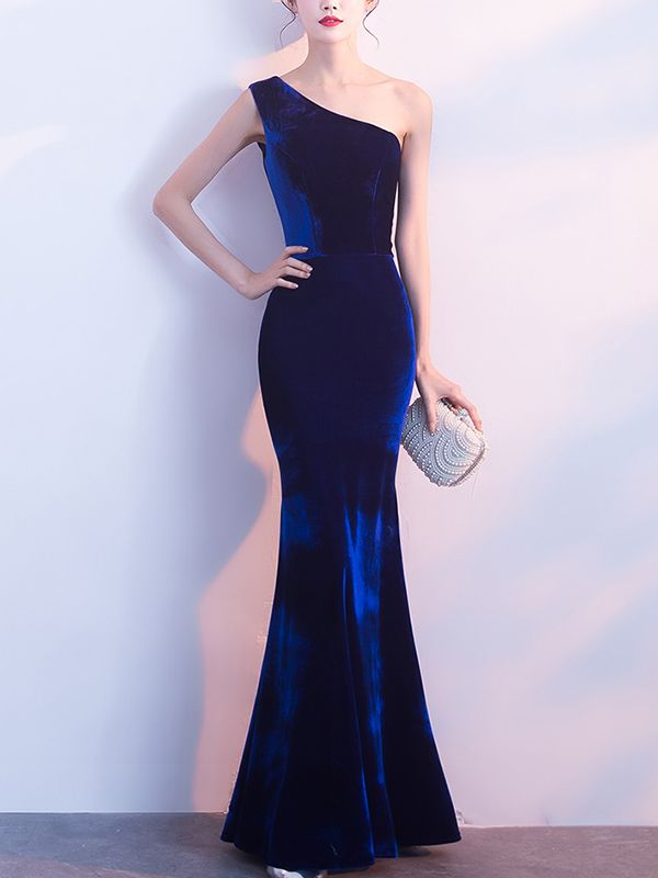 Shop - Royal Blue One Shoulder Fishtail Velvet Maxi Dress on Metisu.com. Discover stylish and vogue women's dresses for the season. Regular discounts up to 60% off.