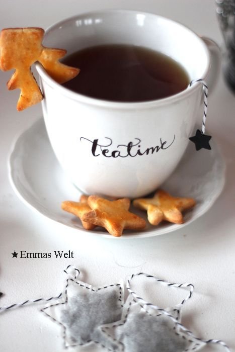 Tea Time - perfect idea with the cookie on the rimm