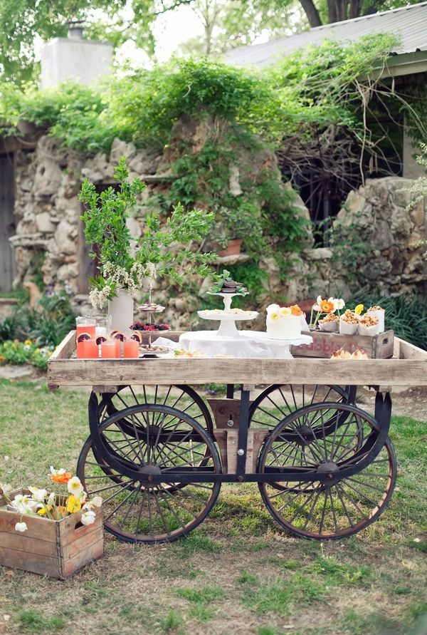 cart made of reclaimed wood and bicycle wheels: Buffet, Idea, Cakes Tables, Wheels, Rustic Food, Food Presents, Outdoor Tables, Gardens Parties, Desserts Tables