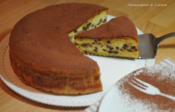 Torta soffice ricotta e gocce di cioccolato.. questa è una torta semplice e golosa.. fatta con un simil Pan di Spagna, ricotta e gocce di cioccolato.