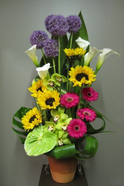 When a loved one leaves us, between sorrow and pain, you want your flowers to show the affection you have towards the deceased. With these originals and sobers arrangements, Abaca will put all its expertise at your disposal to honour your loved one. You can order your flower arrangements online. If you prefer, do not hesitate to call us. You're welcome. We offers a delivery service in all Montreal neighbourhoods. Ahuntsic, Anjou, Cartierville, Downtown, Côte St-Luc, Côte-Des-Neiges…