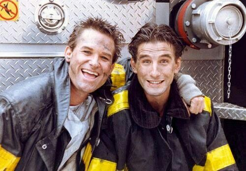 Kurt Russell & William Baldwin behind the scenes of Backdraft 1991
