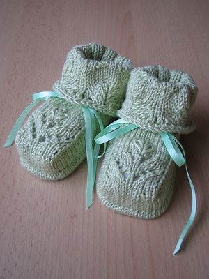 Free baby knitting patterns: Baby knitting: knitted baby lace booties