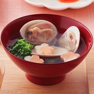 日本の味。蛤のお吸い物の作り方と蛤のアレンジレシピ ‹ soup joshi ④すべての蛤が開いたら完成です。お好みで塩を少々ふり、飾り付けで三つ葉や菜の花をそっとのせてみてください。
