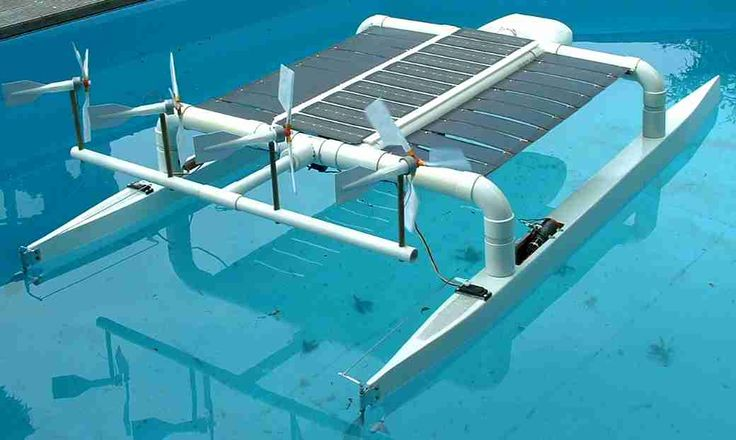 rc model boats | model solar boats - hull design-catamaran_model_into_wind.jpg