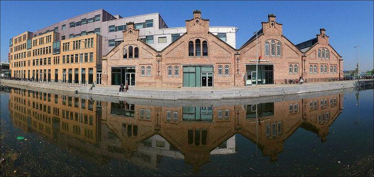 CBK - Centrum voor Beeldende Kunst, gezien vanaf de Linnaeuskade in Amsterdam...  www.cbkamsterdam.nl