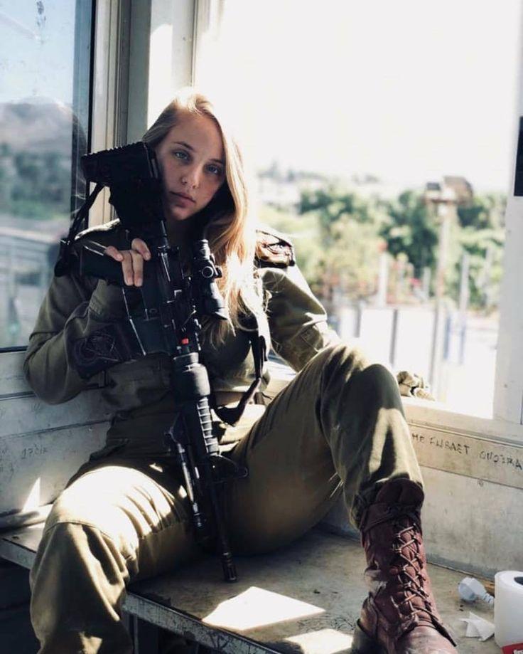 b66bc9c2545c87a1f9de409c24f57ae8.jpg (750×750) | Girl guns