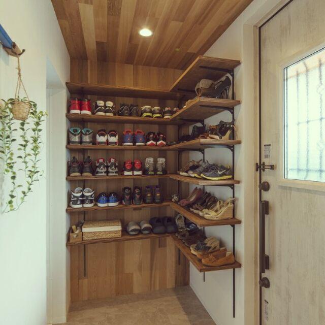 tokageさんの、玄関/入り口,ニトリ,見せる収納,板張り天井,板張りの壁,スニーカー収納,のお部屋写真