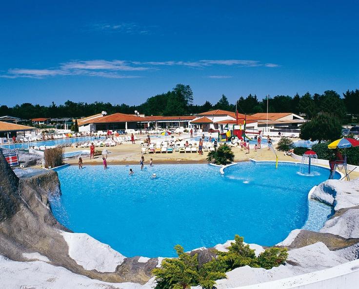 Frankrijk is mijn favoriete vakantieland voor de zomervakantie. Heerlijk zonnetje en een groot zwembad. Ook vind ik het chill als er veel te doen is op de camping.