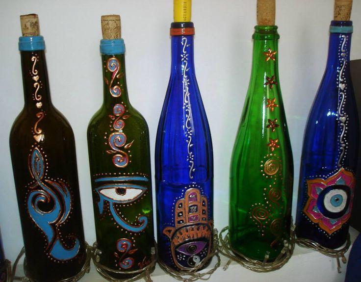 Botellas recicladas pintadas a mano.